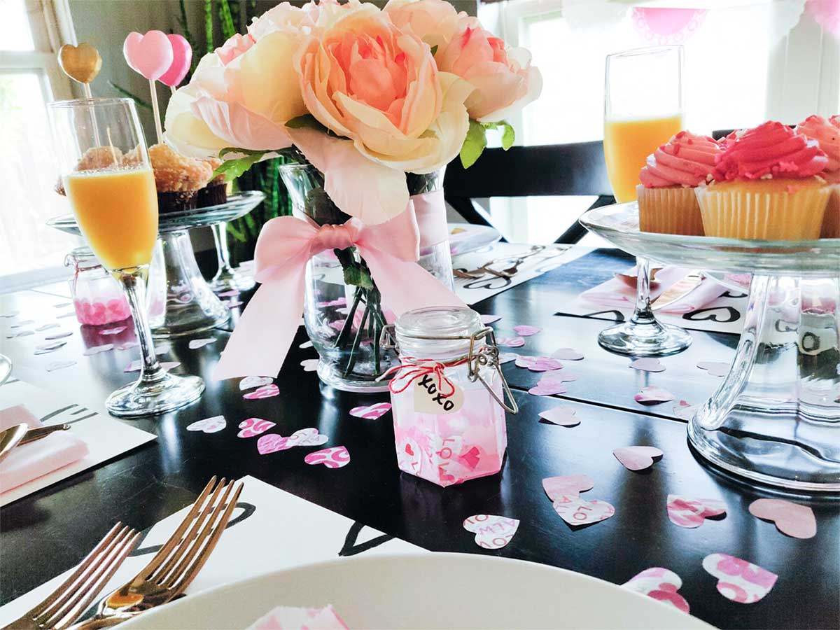 Valentine party tablescape ideas