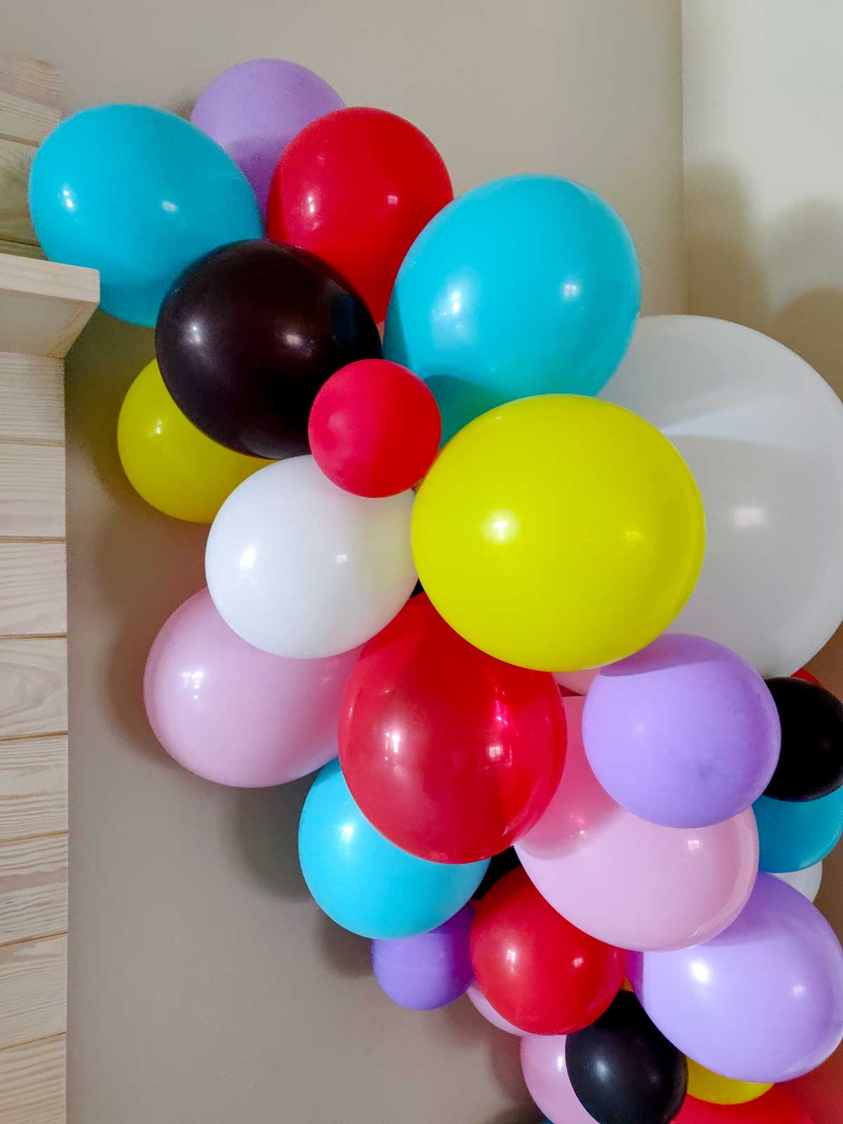 Diy artfuldays party balloon garland